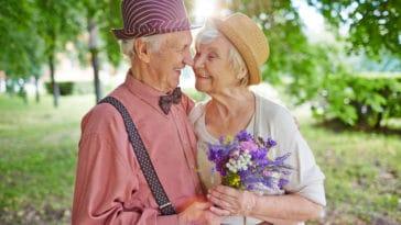 couple d'amoureux personnes âgées