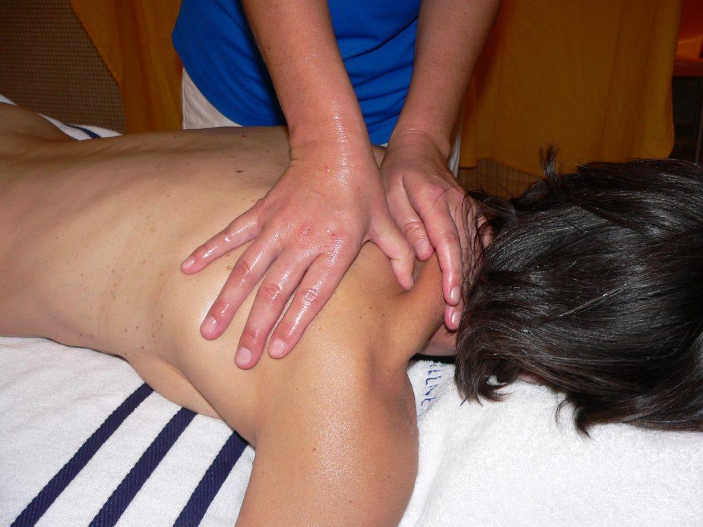 douleur aux épaules massage