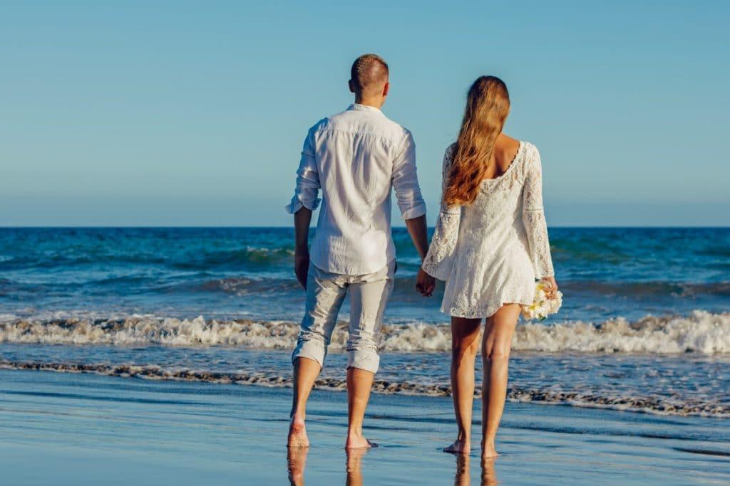 couple plage mer - Adamkontor - Piaxabay