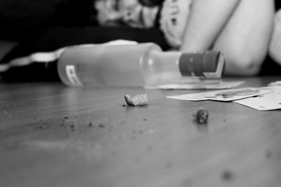 solitude tristesse dépression alcool alcoolisme cigarette tabac