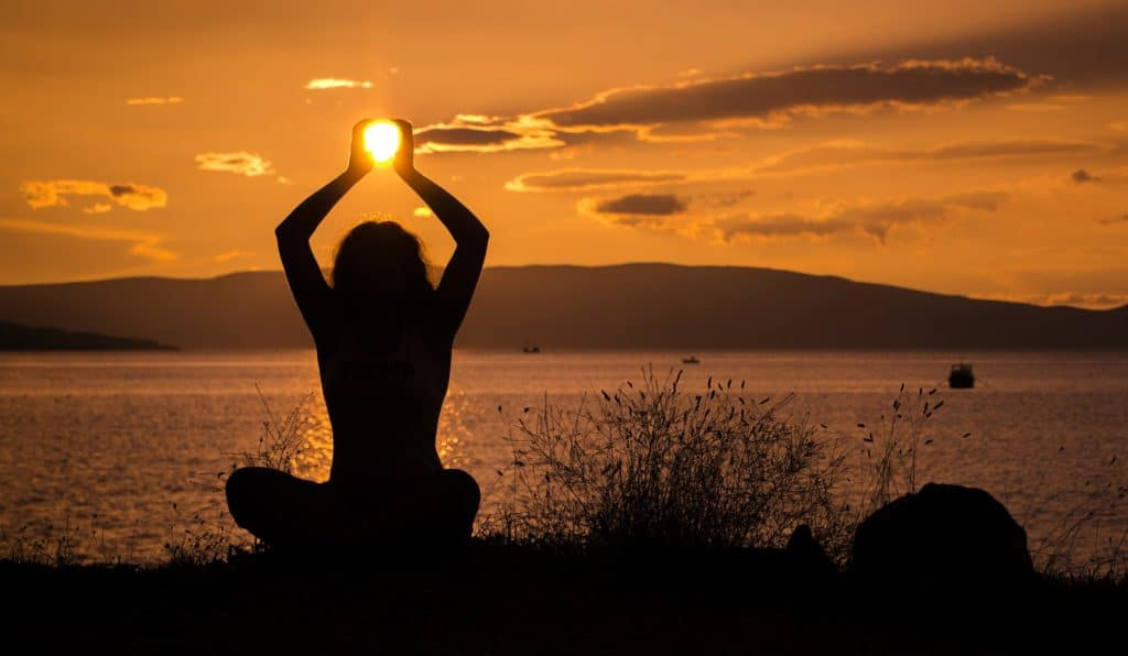 yoga soleil - MBatty - Pixabay