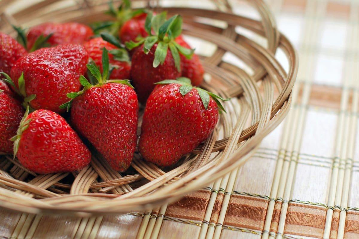 adoptez la fraise, elle possède 8 bienfaits naturels !