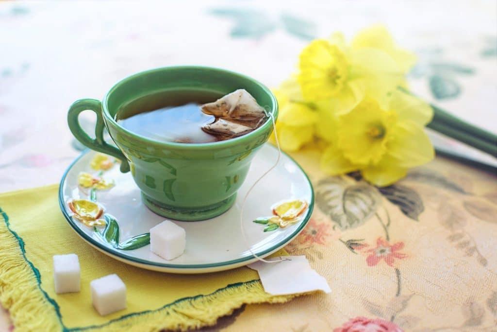 jambes lourdes thé vert remède naturel