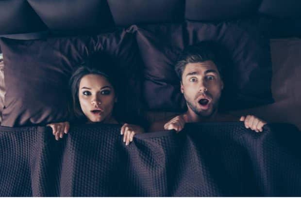 complexes au lit sexe istock