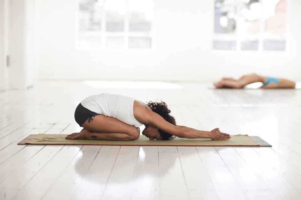 yoga position de l'escargot