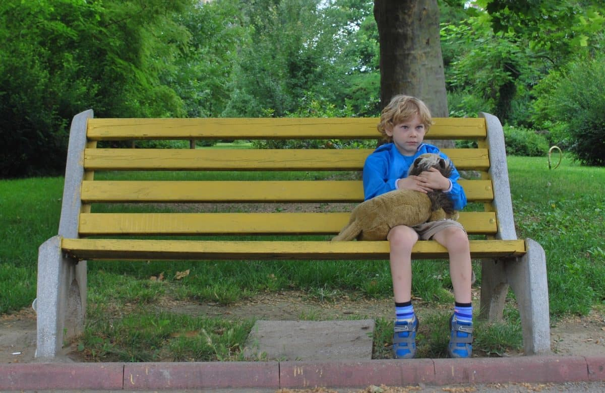 enfant seul Mojpe / Pixabay