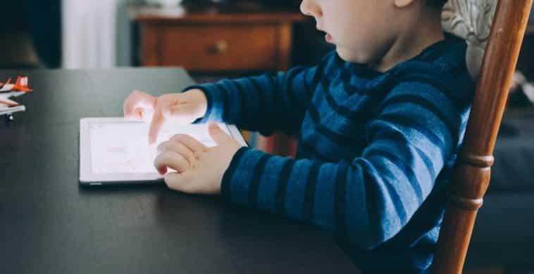 écran enfant StockSnap / Pixabay