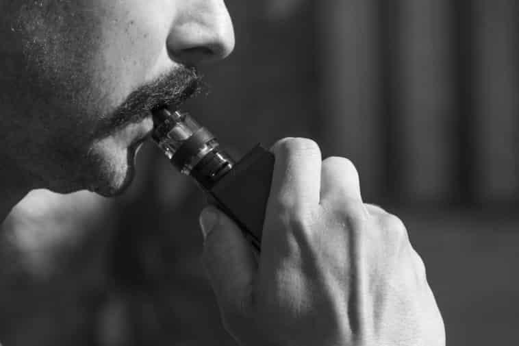 cigarette électronique sarahjohnson1 / Pixabay