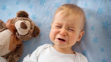 bébé pleurs tourniquet