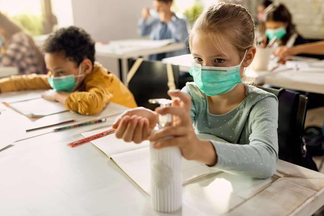 eleve-classe-coronavirus-covid-rentree-gel-masque