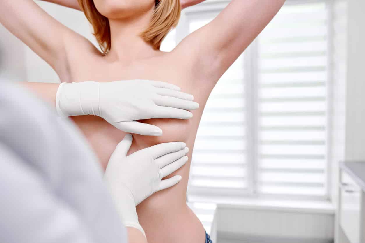 examen-sein-cancer-femme