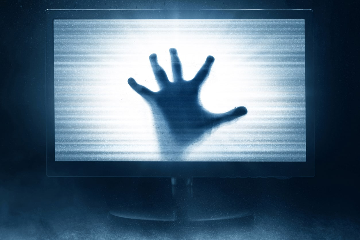 horreur-main-television