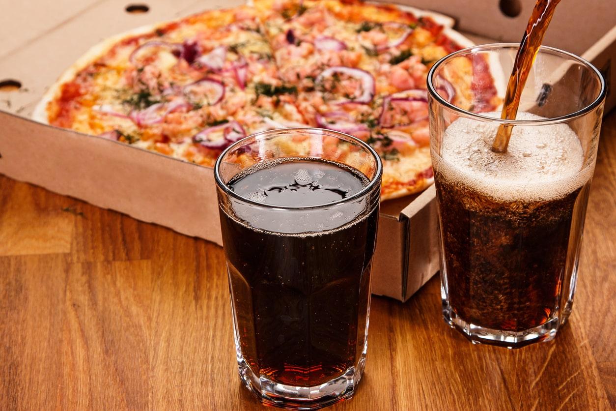 coca-sodas-pizza