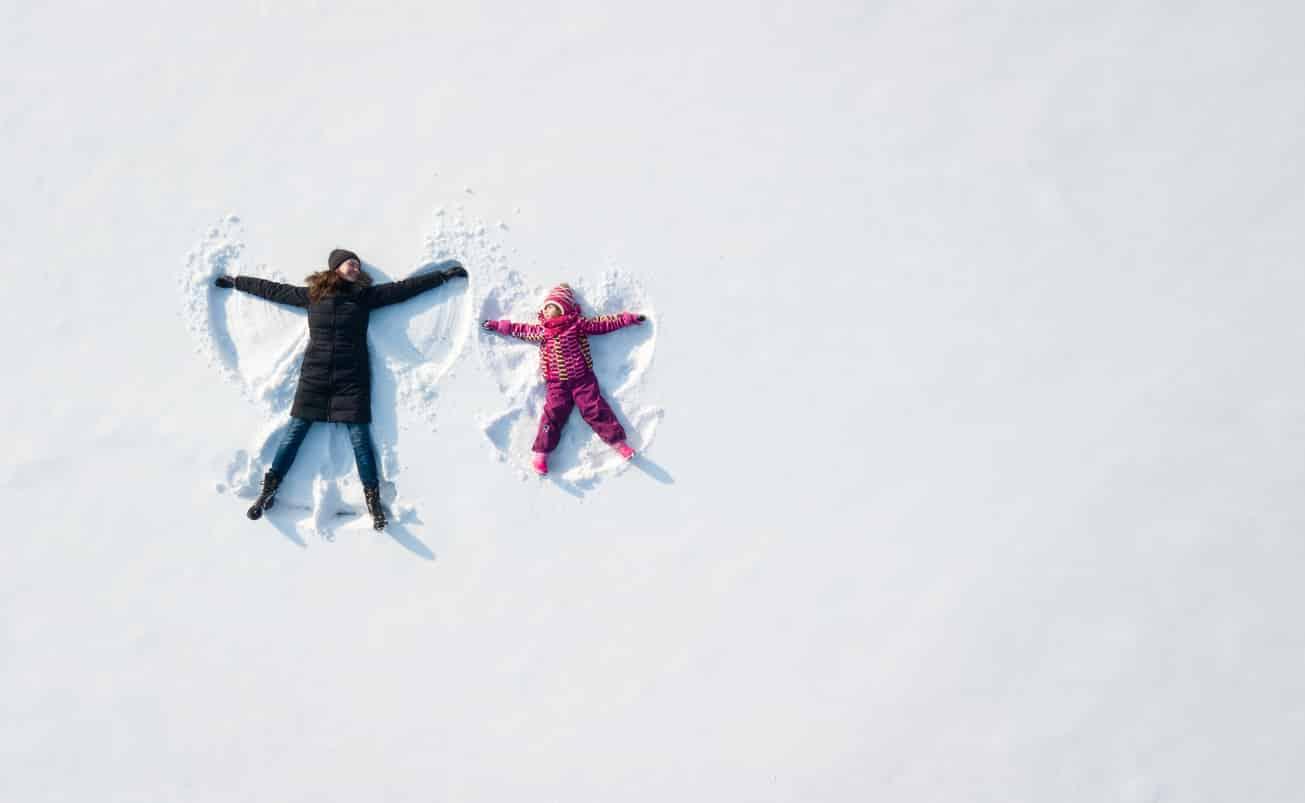 ange-enfant-neige