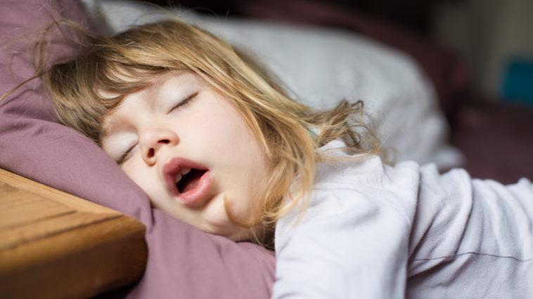 enfant-sommeil-ronflement