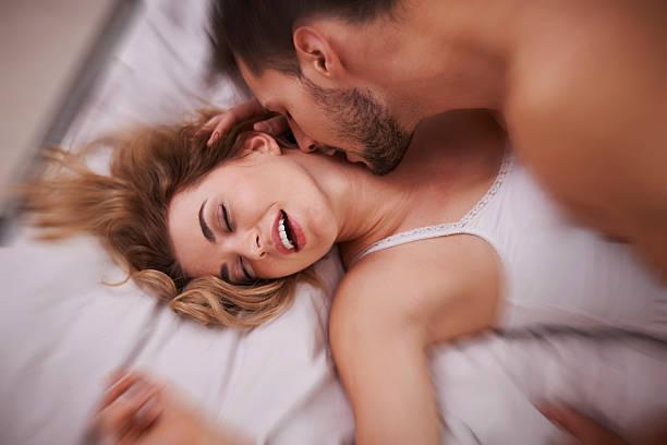 sexe caresse cou