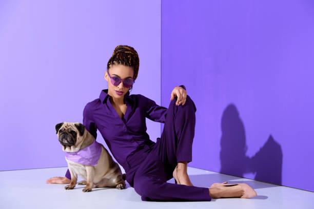 Femme en violet